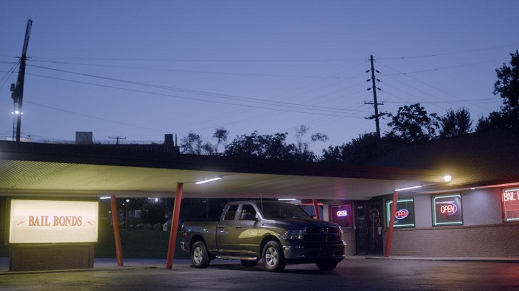 Roush Review: La fascinante « fraude d'amour » a un suspense de calibre cinématographique