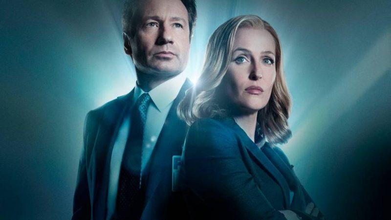 Le casting de X-Files (et puis certains!) Se réunit pour chanter une chanson à thème emblématique