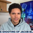 Trevor Noah condamne le tir de Jacob Blake: `` Pour certaines personnes, la peau noire est l'arme la plus menaçante de toutes ''