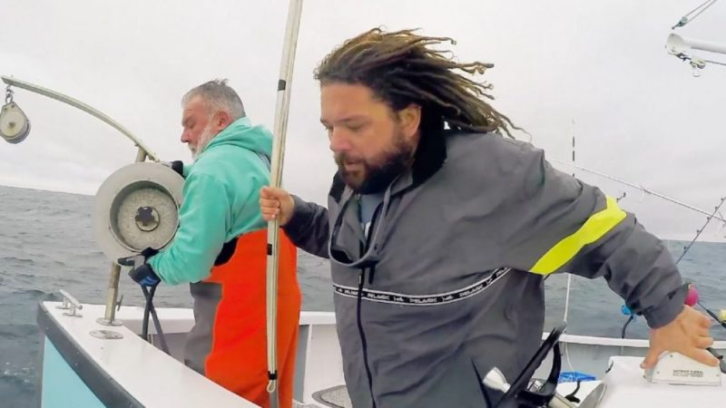 TJ Ott devient le premier compagnon dans 'Wicked Tuna: Outer Banks' Sneak Peek (VIDEO)