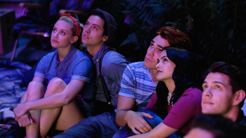 Riverdale lance le tournage de la saison 5 avec Archie dans un hammam (PHOTO)