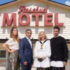 `` Schitt's Creek '' fait l'histoire des Emmys, balaie les catégories de comédie