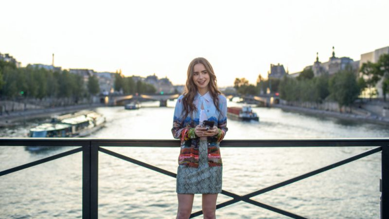 Pourquoi « Emily in Paris » est obligatoire pour les fans de « Sex and the City » et des « plus jeunes »