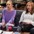 Allison Janney, maman, partage son premier regard sur la saison 8 d'Anna Faris-Less: c'est un `` tout nouveau territoire '' (voir la vidéo)