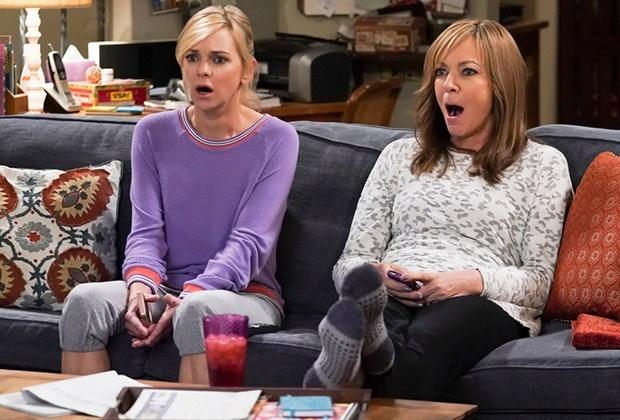 Allison Janney, maman, partage son premier regard sur la saison 8 d'Anna Faris-Less: c'est un « tout nouveau territoire » (voir la vidéo)