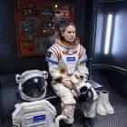 Away EP: Hilary Swank est une `` mère qui travaille au nième degré '' dans le nouveau drame astronaute de Netflix