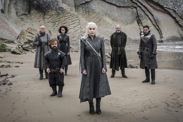 Game of Thrones Cast, l'équipe révèle des secrets de spectacle (Quelle scène a rendu les acteurs malades? Quels amants étaient à l'origine frères et sœurs?) Dans un nouveau livre