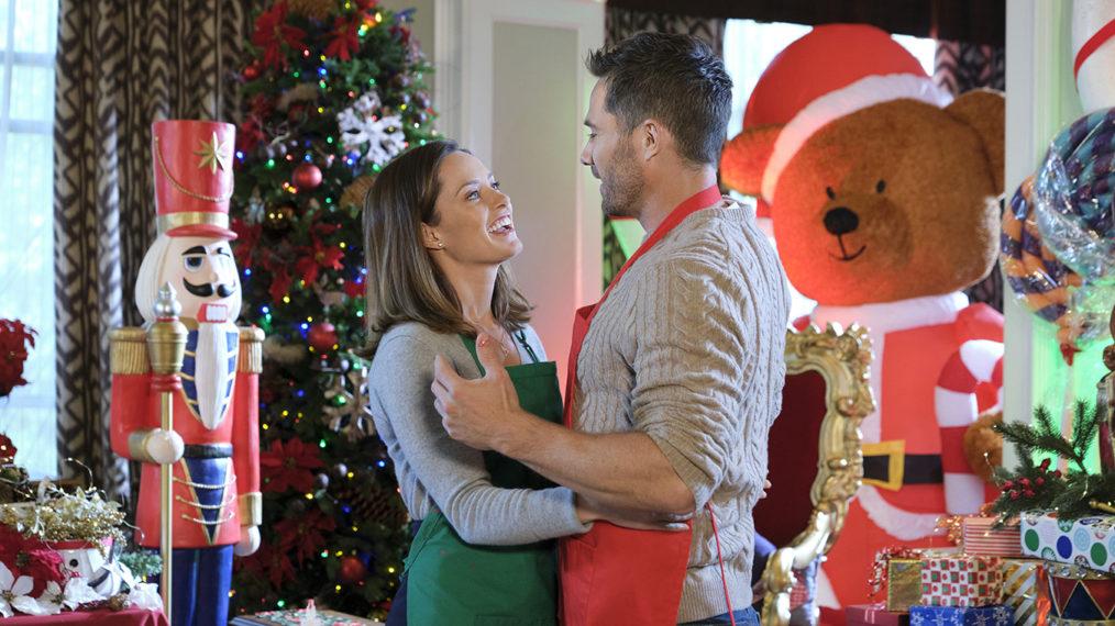 À quoi s'attendre des événements cinématographiques de Noël annuels de Lifetime & Hallmark