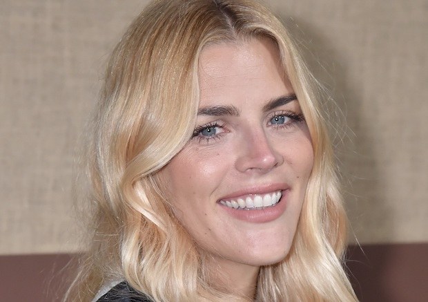 Busy Philipps rejoint la comédie Girl-Group de Peacock Girls5eva de Tina Fey