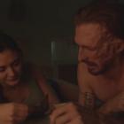 `` Fear TWD '': Dwight et Sherry ravivent leur romance dans les 5 premières minutes de `` Honey '' (VIDEO)