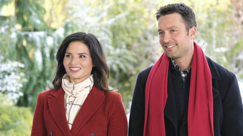 « Noël avec les chéris »: Katrina Law sur ses dernières histoires d'amour dans le film Hallmark