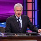 `` Jeopardy! '': Tout ce que nous savons sur un hôte de remplacement pour l'irremplaçable Alex Trebek
