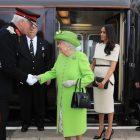 `` Secrets of Royal Travel '': la reine Elizabeth et Meghan Markle montent en locomotive (VIDEO)