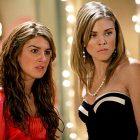 90210 Cast rires à propos du drame dans les coulisses de la nouvelle réunion spéciale: `` Je voulais étrangler cette petite poulette ''