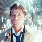 Misha Collins de Supernatural réfléchit à l'introduction de `` Badass '' de Castiel et aux dangers de son entrée emblématique