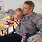 Rollins et Carisi Canoodle de SVU dans des photos confortables de la Saint-Sylvestre