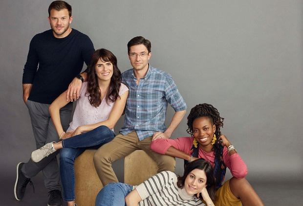 ABC ordonne une sitcom aux frères et sœurs avec Topher Grace, Karla Souza, Sasheer Zamata, Caitlin McGee et Jimmy Tatro