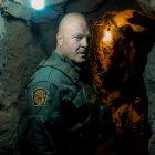 Michael Chiklis est un agent frontalier en crise dans le coyote de CBS All Access - Voir des portraits frappants du casting