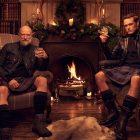 Sam Heughan et Graham McTavish de l'Outlander veulent vous réchauffer avec des hommes en bûche de Noël Kilts - Regardez