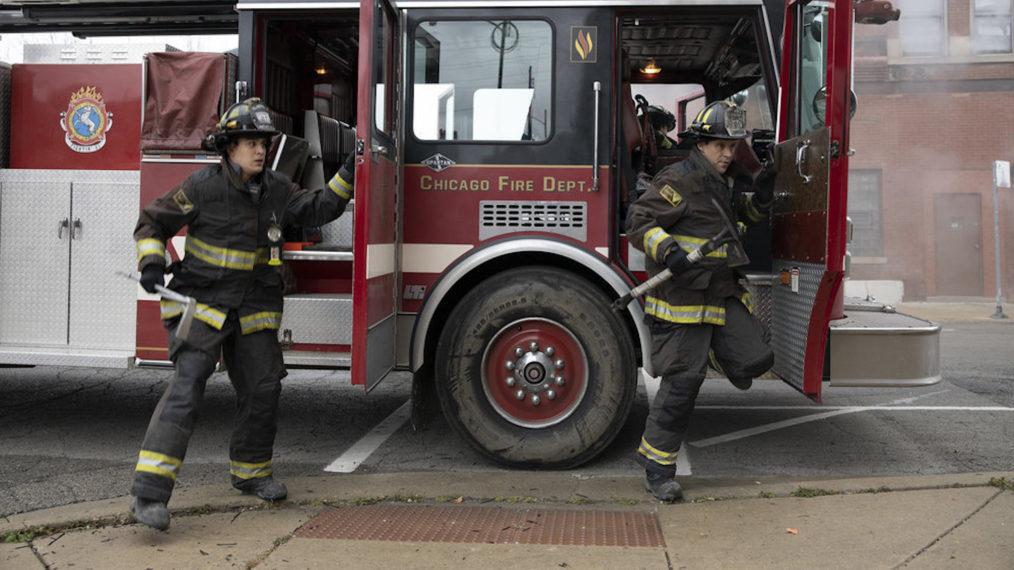 Le patron de 'Chicago Fire' sur la relation 'compliquée' de Casey & Brett, la confiance de Kidd et plus (VIDEO)