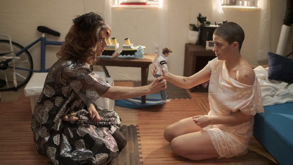 Alia Shawkat et les showrunners de Search Party taquinent la torture psychologique de Dory dans la saison 4