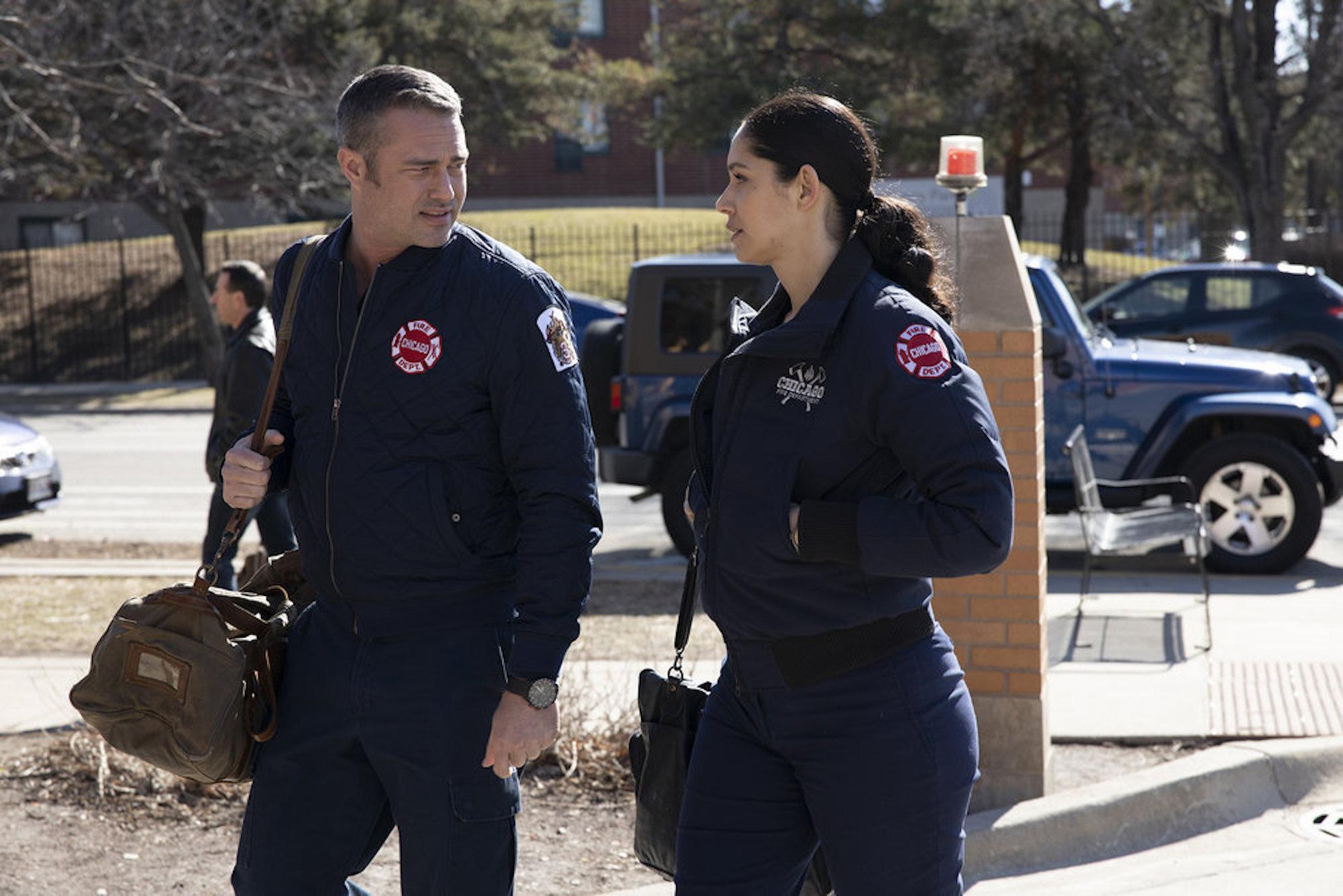 Taylor Kinney Miranda Rae Mayo Chicago Fire Saison 8 Stellaride