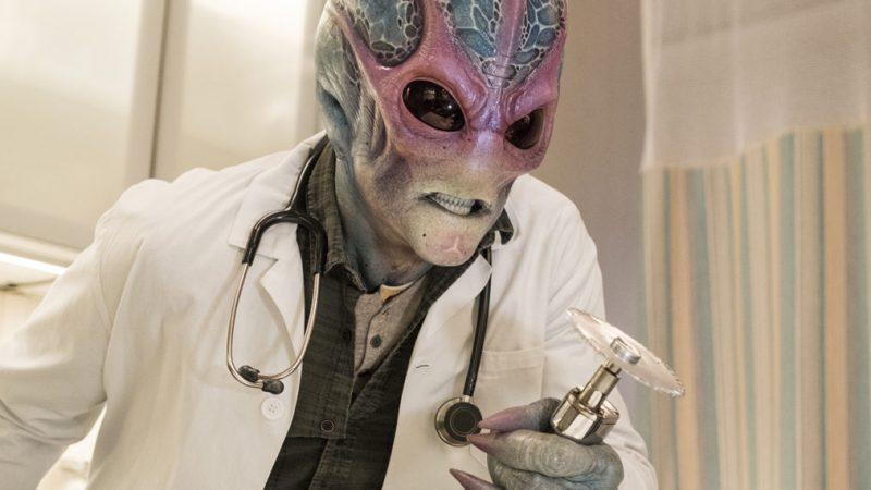 Le showrunner « Resident Alien » de Syfy dévoile le mixage de genre basé sur la bande dessinée