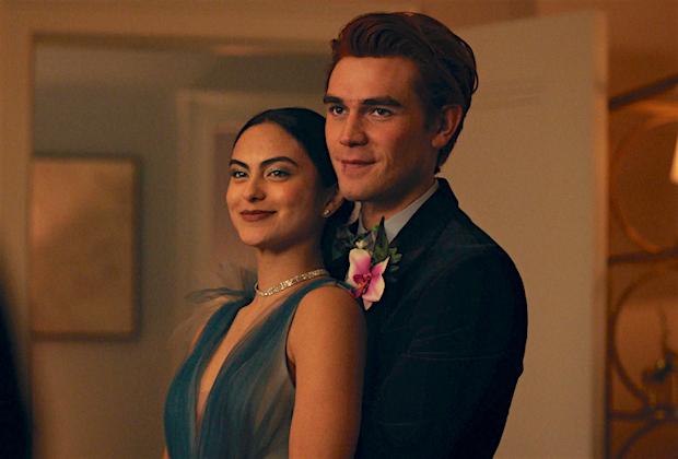 Riverdale Premiere Recap: A Prom Bombshell – De plus, KJ Apa sur l'avenir d'Archie avec Veronica (et Betty)