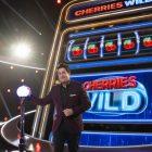 `` Cherries Wild '': premier regard sur le jeu-questionnaire animé par Jason Biggs (VIDEO)