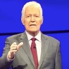 Regardez le Final Jeopardy d'Alex Trebek!  Signature (et ressentez tous vos sentiments)