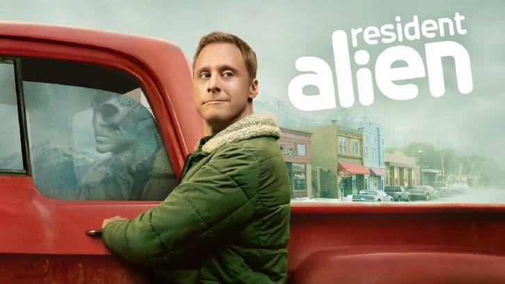 "Resident Alien – Pilot – Aperçu avancé: ""Je recommande de l'alcool"""