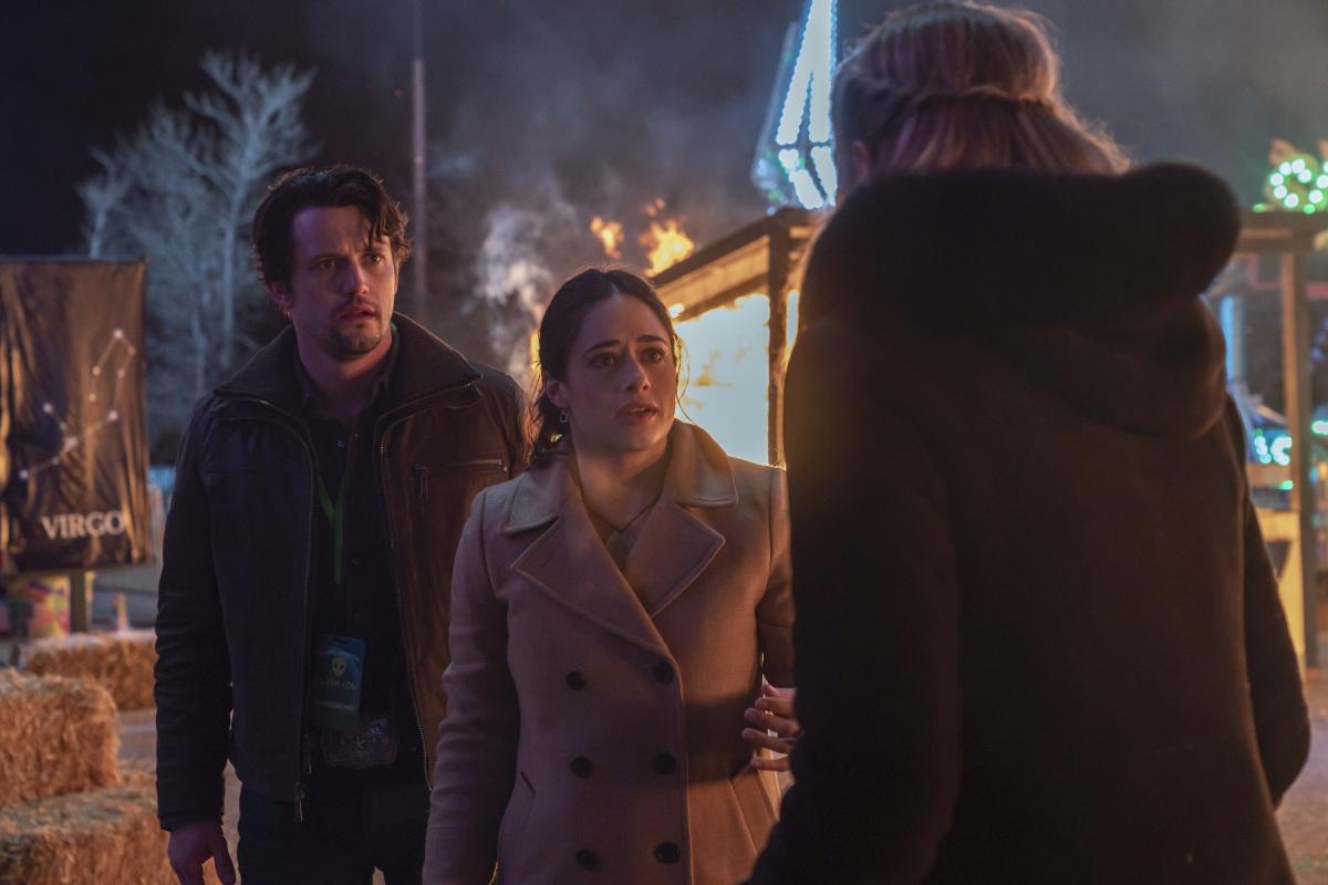 Roswell, Nouveau-Mexique: Saison quatre;  La série CW renouvelée avant la première de la troisième saison