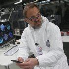 Norbert Leo Butz, star de `` Débris '', explique comment `` les débris '' sont un `` jeu d'échecs '' politique dans un mystère de science-fiction