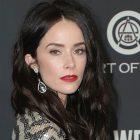 Abigail Spencer rejoint Katey Sagal dans ABC's Rebel - Regardez la nouvelle promotion
