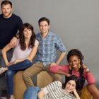 Économie domestique: regardez Topher Grace, Karla Souza, Sasheer Zamata et plus dans la première bande-annonce de la comédie fraternelle d'ABC