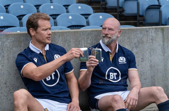 Men in Kilts 'Sam Heughan sur la perte de ce pari maigre (et à quoi pourrait ressembler une revanche de la saison 2)