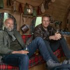 Outlander Sam Heughan et Graham McTavish Tee Up Whiskey, Wanderlust dans la série Voyage Men in Kilts - Montre