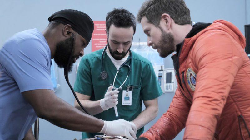 Aperçu de « The Resident »: Conrad peut-il trouver un vieil ami blessé avant qu'il ne soit trop tard?  (VIDÉO)