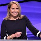 """Comment """"Jeopardy!""""  L'animatrice invitée Katie Couric fait-elle son premier épisode?"""