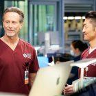 Steven Weber taquine son rôle `` compliqué '' à Chicago Med, Mulls Wings Revival