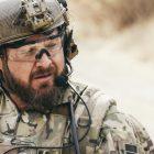 """La star de """"SEAL Team"""", AJ Buckley, sur le rétablissement de Sonny, et comment le drame """"devient très"""" quelques bons hommes """""""