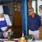 Stanley Tucci parle de son arrêt alléchant en Toscane pour sa série CNN Travel & Food