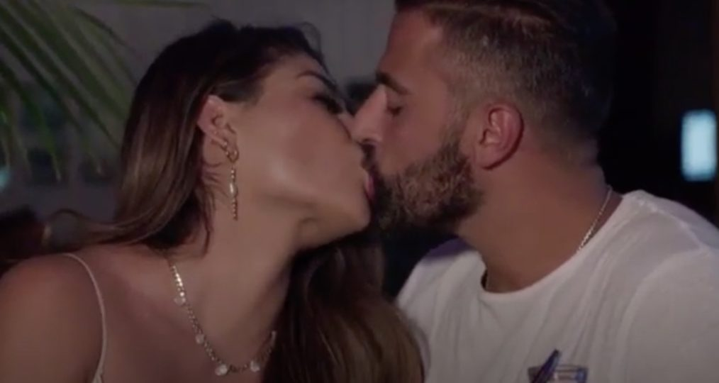 Fernanda et Robbie s'embrassant, 90 jours: la vie de célibataire