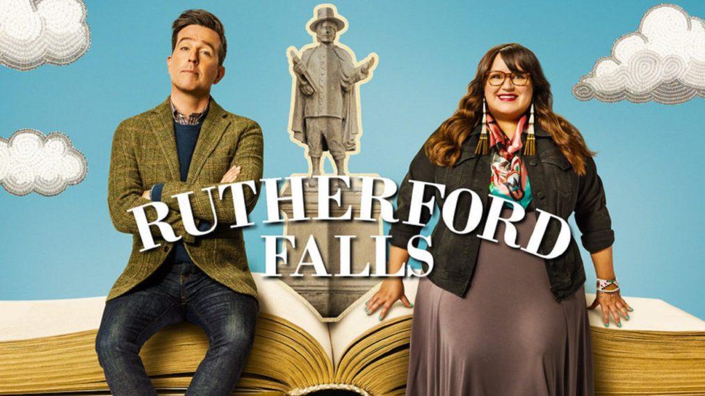 Premier coup d'œil à 'Rutherford Falls': Ed Helms et Jana Schmieding s'attaquent aux problèmes des petites villes (VIDEO)