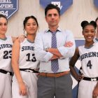 `` Big Shot '': John Stamos est un entraîneur avec une courbe d'apprentissage dans la première bande-annonce de la série (VIDEO)