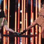 Défi des duos `` American Idol '': un drame sans escale alors que les juges retournent le scénario - et un chanteur s'effondre