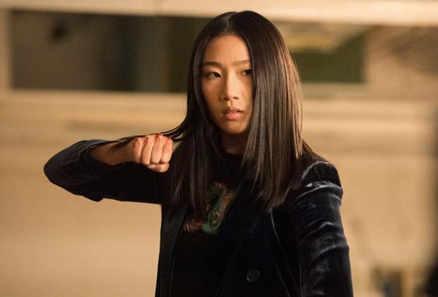 Kung Fu: Le redémarrage de la CW a-t-il lancé les choses avec un bang?  Noter la première