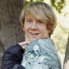 Josh Thomas, star de `` Everything's Gonna Be Okay '', s'attaque à des sujets difficiles - et encourage les gens
