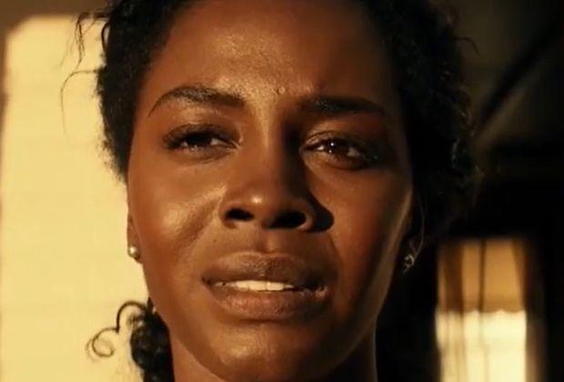 Deborah Ayorinde de ELLES explique comment la prière, la thérapie et sa famille télévisée l'ont aidée à gérer le traumatisme de l'épisode 5
