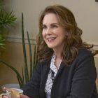 Elizabeth Perkins, star de `` The Moodys '', parle d'Ann en tant que thérapeute, de ce mariage Flashforward et plus